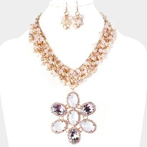 Cream and Gold Flower Shaped Pendant Necklace Set